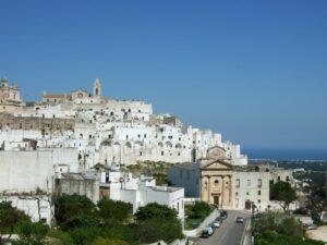 Wanderreise Apulien Ostuni weiße Stadt